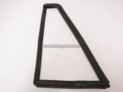 Zvětšit fotografii - Rám vyklápěcího okna dveří Škoda 1203 pravý
